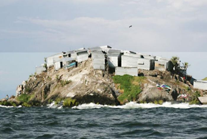 Остров по форме круглый и имеет скалистый берег / Фото: independent.co.uk