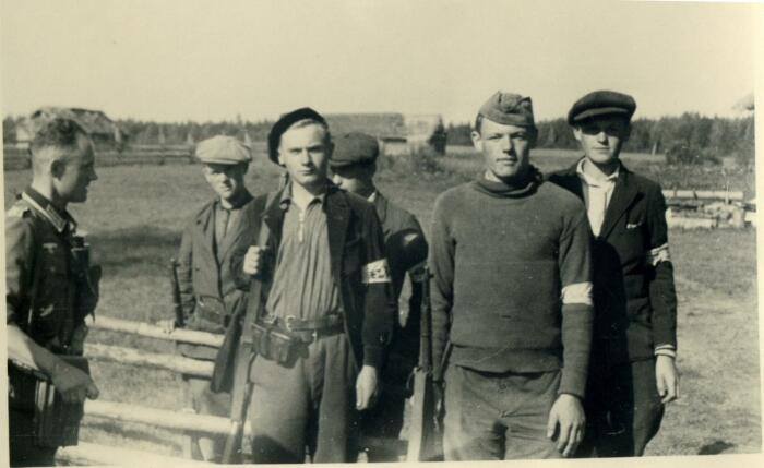 Во времена ВОВ у советских людей с «полицией» связано было множество отрицательных эмоций, прежде всего, на мнение народа повлияли полицаи / Фото: berghofday.blogspot.com
