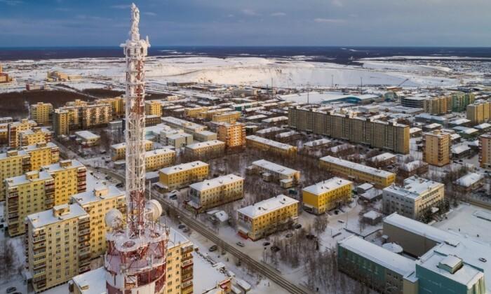 Из-за затяжной зимы и недостатка солнечного света дома здесь красят в яркие цвета, чтобы люди не впадали в депрессию / Фото: 5-tv.ru