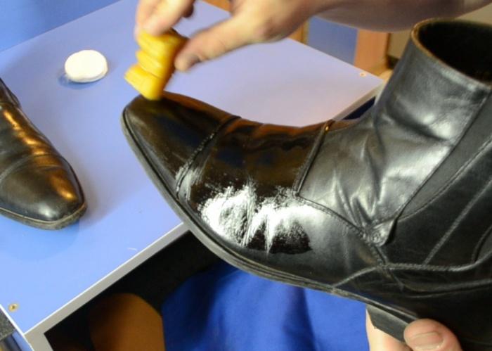Единственный минус касторового масла заключается в необходимости периодического повторения процедуры / Фото: vivendi.ru