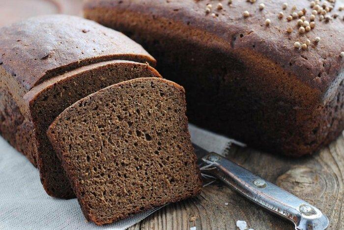 Основная составляющая мороженого - черствый, желательно черный, хлеб / Фото: twitter.com