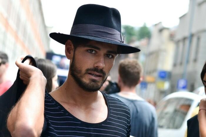 Массовая потребность в шляпах канула в Лету / Фото: novafashion.ru