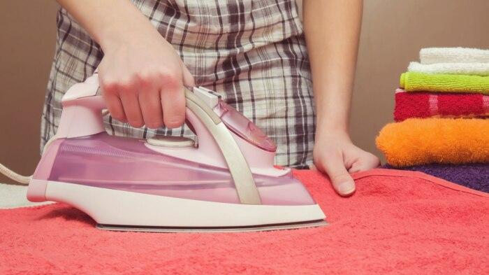 После того, как полотенца высохнут, их следует прогладить при помощи утюга с паром / Фото: sdelai-lestnicu.ru