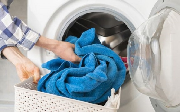 После замачивания полотенца необходимо постирать с стиральной машине при температуре 40 градусов / Фото: polotenca.ua
