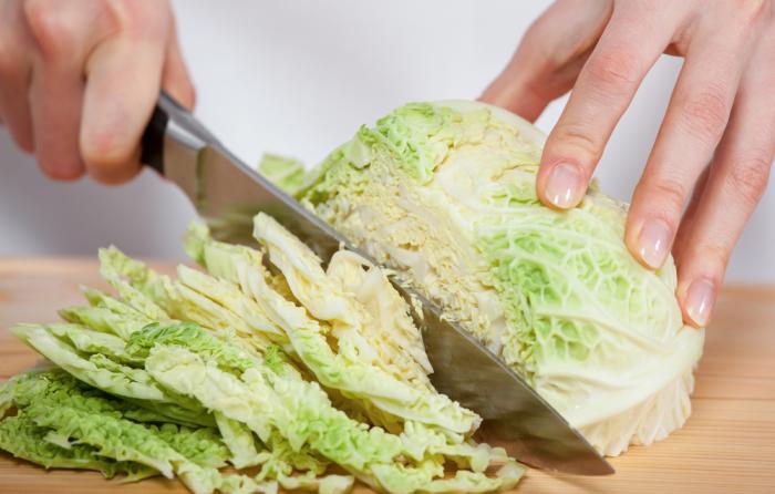 Капусу можно нарезать и ножом, но это не так быстро и безопасно / Фото: smak.ua