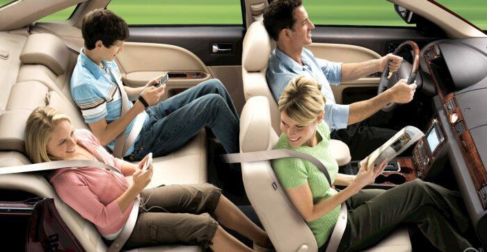 Водитель может начать движение только после того, как все пассажиры пристегнулись / Фото: sm-news.ru
