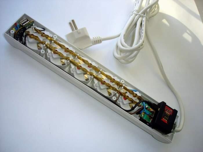 Даже в только купленных удлинителях может быть много серьезных недочетов: неправильная скрутка, плохой обжим наконечников / Фото: tel.inforico.com.ua