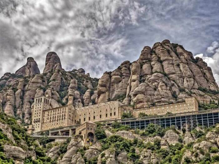 В испанский монастырь Монтсеррат добраться совсем непросто / Фото: teg.com.ua
