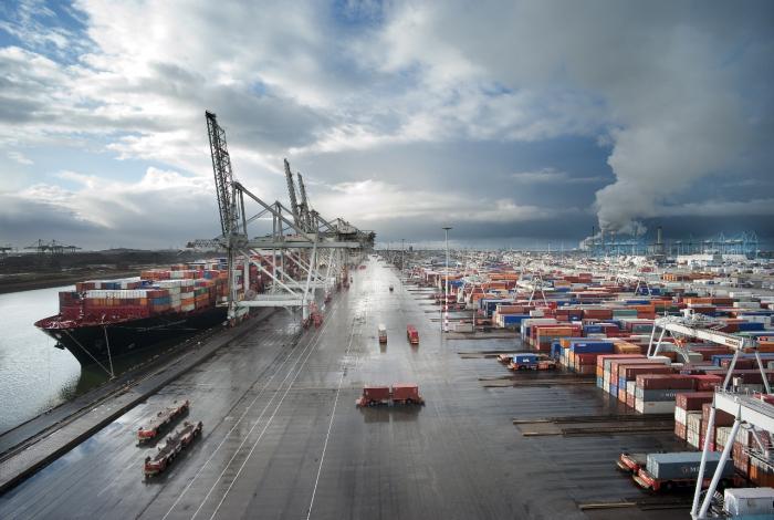 Из всех портов, существующих в Нидерландах, наиболее крупный – Роттердам / Фото: alcargo.ru