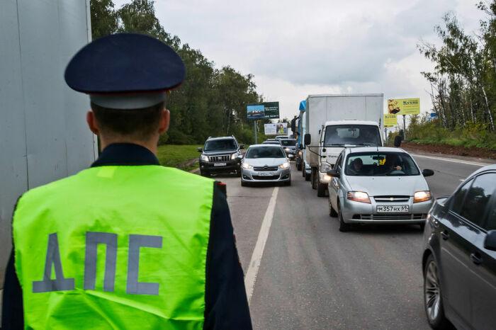 Объезд транспортного потока является нарушением ПДД, поэтому инспектор ДПС имеет полное право оштрафовать нарушителя / Фото: brendoptom.ru