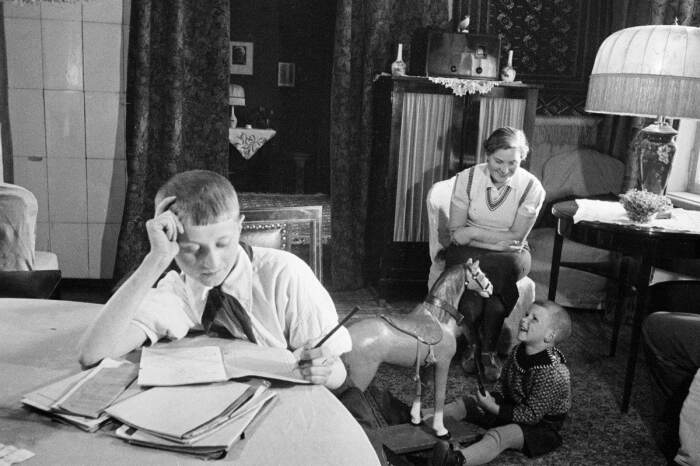 То, что при правлении Сталина в домах ходили в обуви, является подтвержденным историческим фактом / Фото: ustaliy.ru