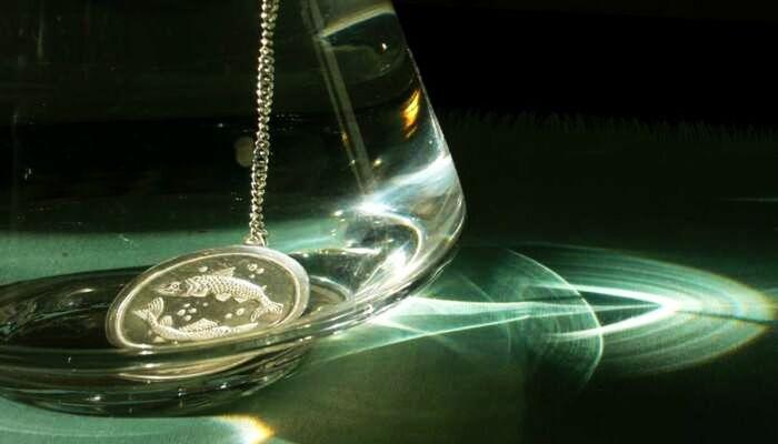 Серебро хорошо убирает вредные составляющие и токсины, убивает бактерии, делает воду более мягкой / Фото: manaratas.ee
