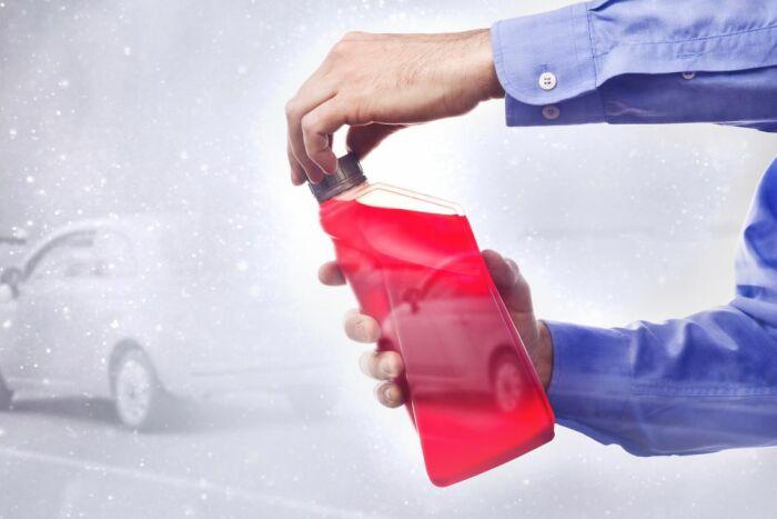 Антифриз найдется в багажнике у каждого запасливого водителя / Фото: multifreeze.ru