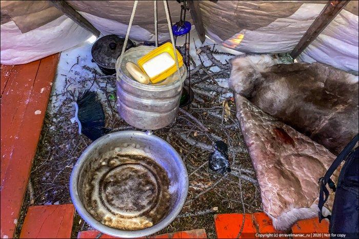 Помыться в чуме можно в тазу, поливая водичкой себя из ковша за импровизированной ширмой / Фото: therussiantimes.com