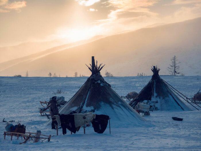 Метод сухой стирки от северных народов - вывесить вещи на мороз и ветер / Фото: androssov.com