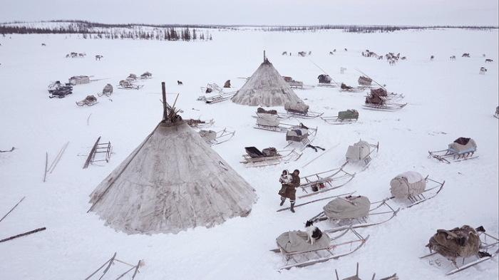 Чтобы справить нужду, оленеводы отходят от чума на расстояние не менее двухсот метров / Фото: goarctic.ru