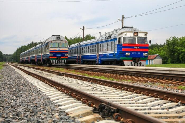 По технической необходимости остановка происходит на ЖД станциях, путях обгона, разъездах / Фото: airevgeny.livejournal.com