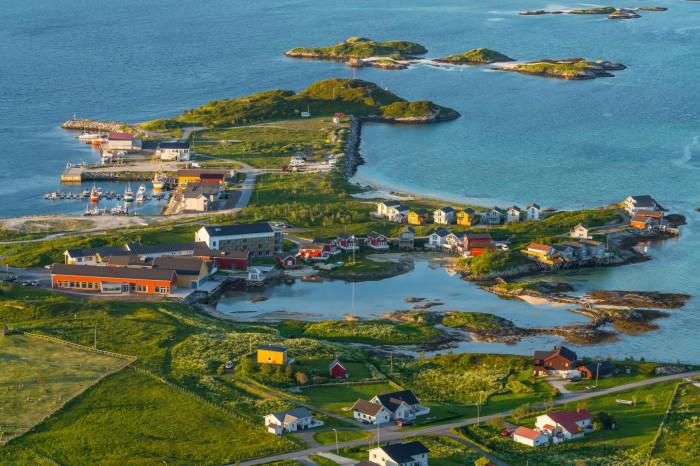 Маленький остров Соммарей находится за Полярным кругом  / Фото: style.rbc.ru