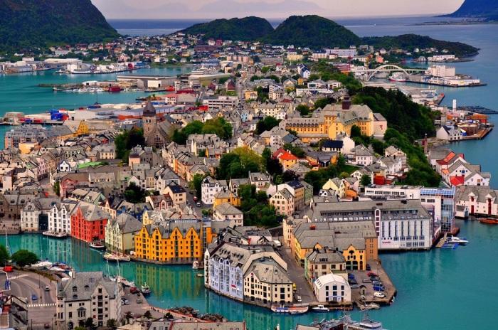 Норвегия - маленькое государство в Европе с экстремальными погодными условиями и красивой природой / Фото: goodfon.ru