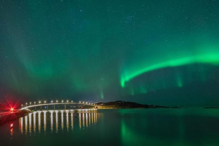 После длинных полярных ночей островитяне стараются максимально использовать летние дни, не замечая времени / Фото: hotelmar.ru