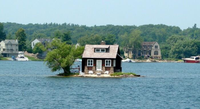 На реке Св. Лаврентия есть очень маленький участок суши, площадь которого составляет 310 квадратных метров / Фото: top10a.ru