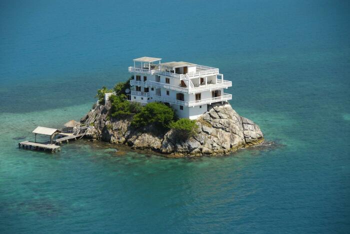 Крошечный остров, площадь которого составляет 490 квадратных метра, находится в Карибском море / Фото: ru.beautiful-houses.net