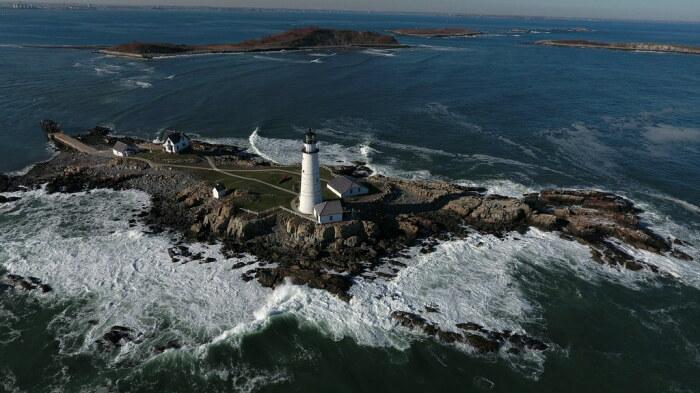 В 14 километрах от Бостона расположен скалистый маленький остров, площадь которого 1000 квадратных метров / Фото: flickr.com
