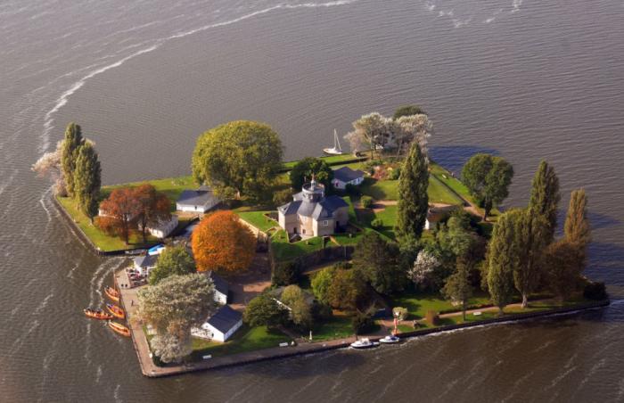 В XVIII веке на о. Штайнхундер Мер возник искусственно созданный остров / Фото: 123ru.net