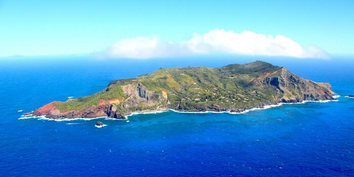 Остров имеет вулканическое происхождение, достаточно богатую фауну, флору и является труднодоступным / Фото: realt.onliner.by