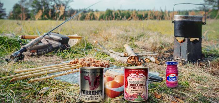Оказавшись где-то на природе, не позаботившись об открывашке для консервов заранее, благодаря этому способу вы не останетесь голодным / Фото: белконсерв.рф