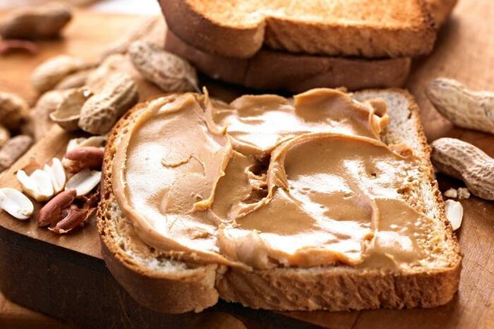 У американцев все гораздо проще: тосты с арахисовым маслом и хлопья с молоком / Фото: news.myseldon.com
