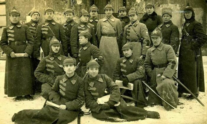После распада СССР на бывшей его территории стал популярен миф, что буденовка появилась в 1915 г. / Фото: russian7.ru