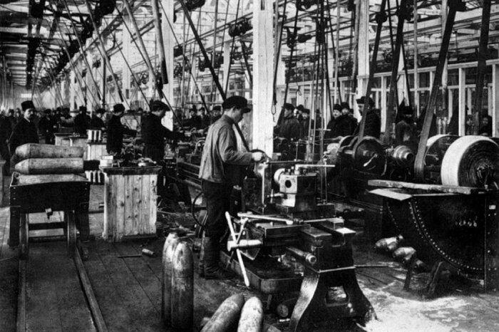 У людей, работающих на различных предприятиях, до 1917 г. отпусков не было / Фото: zotych7.livejournal.com