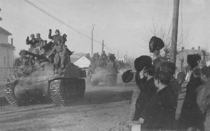 Как только стемнело, «Тигр» покинул свою позицию, больше на холме немецких танков не наблюдалось / Фото: fishki.net