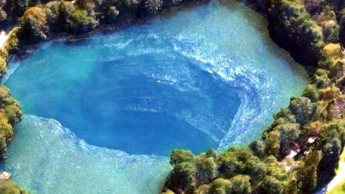 Вода озера Церик-Кель обогащена минералами, что приводит к постоянному увеличению водоема / Фото: together-info.livejournal.com