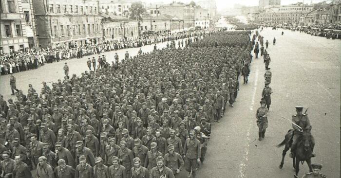 Немцев разделили на две группы, одна из которых шла по маршруту два с половиной часа, а вторая - четыре / Фото: pikabu.ru