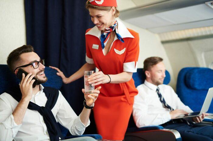 Причины, по которым пассажиры самолетов «одалживают» вещи и не возвращают, самые разные / Фото: createyourself.today