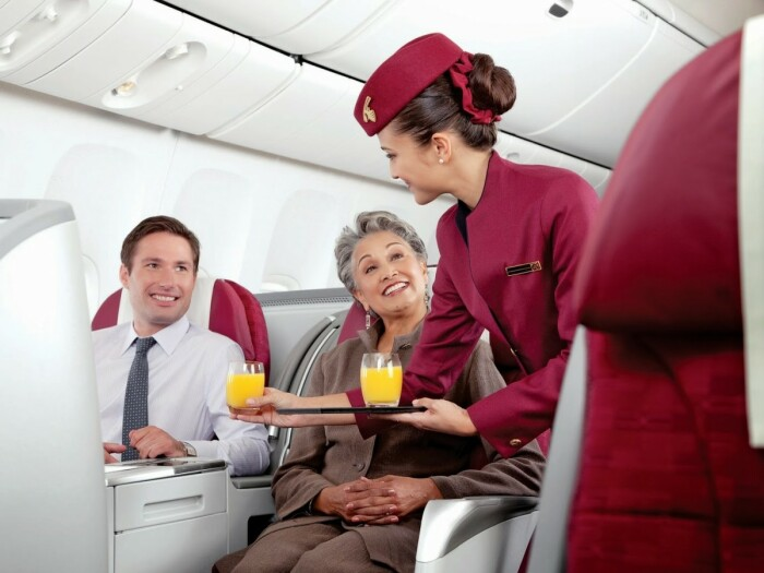 Чашки, тарелки и перечницы с солонками незаметно выносятся пассажирами после приземления / Фото: thesun.co.uk