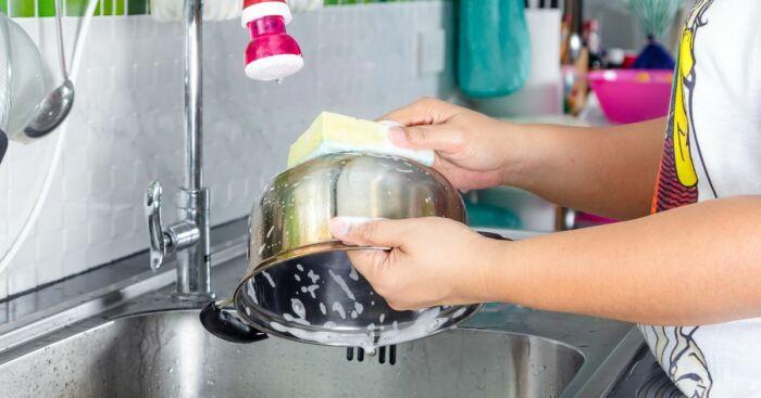 Готовую пасту надо нанести на посуду из нержавеющей стали / Фото: tervis.elu24.ee
