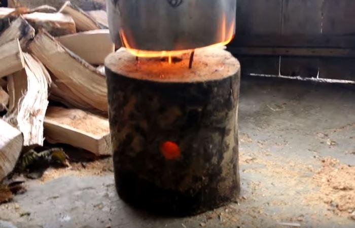 На такой печке можно быстро приготовить еду или вскипятить чайник / Фото: rukami.boltai.com