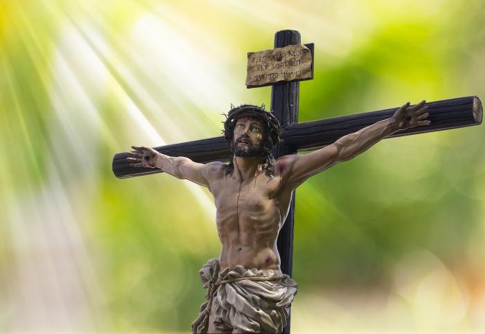 Эта перемычка является символом подножия, для ног Христа в момент его распятия на кресте / Фото: publicdomainpictures.net