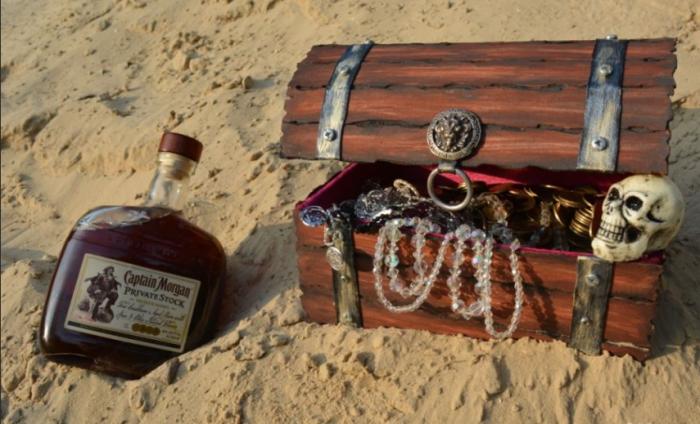 Вода в бочках портилась быстро, поэтому немало моряков запасались не водой, а ромом или пивом / Фото: zavodila.com