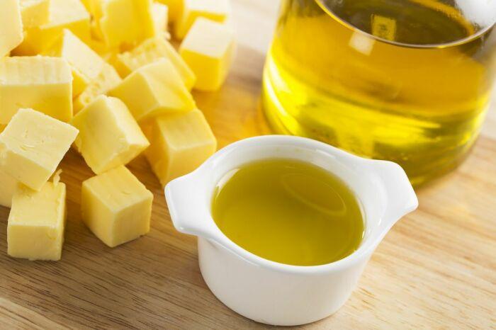 Растительное и сливочное масло обязательно должно присутствовать в рационе питомца / Фото: theglobeandmail.com
