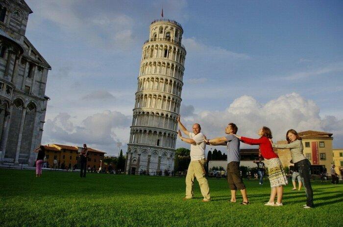 Изначально задумки, чтобы Пизанская башня «падала», не было, это должна была быть обычная прямая конструкция / Фото: fishki.net