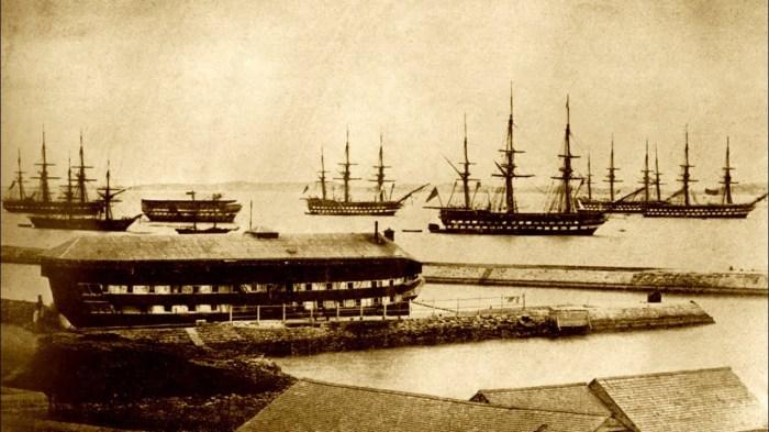 Не используемые по назначению корабли переоборудовали под плавучие тюрьмы / Фото: chordify.net
