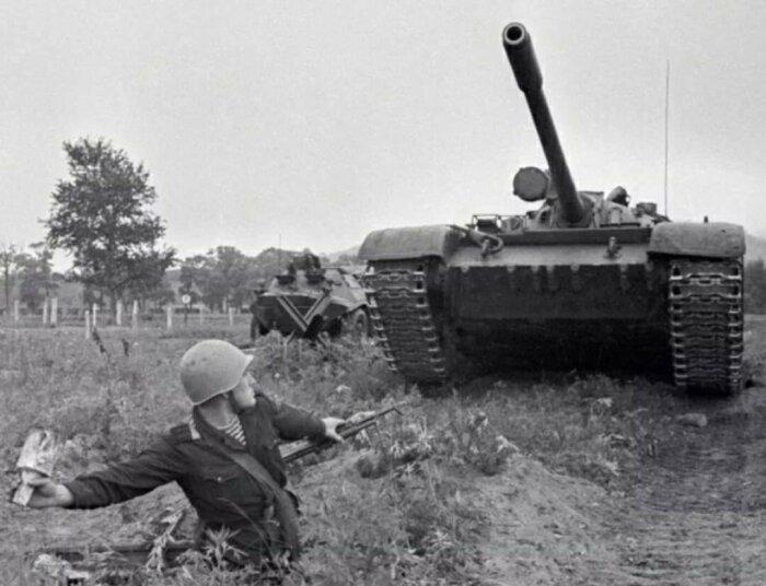 Сапер А.С. Сычев не растерялся и бросил мину прямо под гусеницы немецкого танка / Фото: recepti228.ru