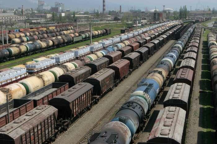 Состав – это соединенные между собой вагоны, но только в этой сцепке отсутствует локомотив / Фото: rfl.spb.ru