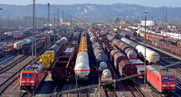 Любой поезд выступает составом, а вот именно поездом можно назвать далеко не все составы / Фото: wallhere.com