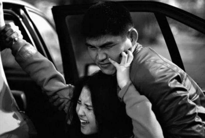 Девушку в вечернее время могут попросту запихнуть в машину и уехать / Фото: volyn.com.ua