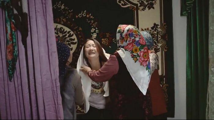 Если девушка сможет выбраться из запертой комнаты, то ей еще предстоит обойти старших родственников потенциального жениха / Фото: rus.ozodi.org